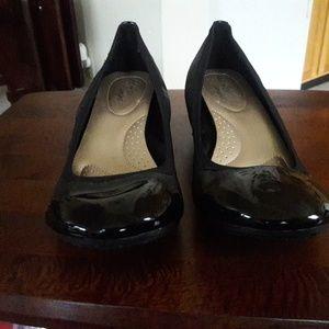 Women wedge heel shoe.
